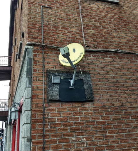installation by Makenoize in a Plateau alley